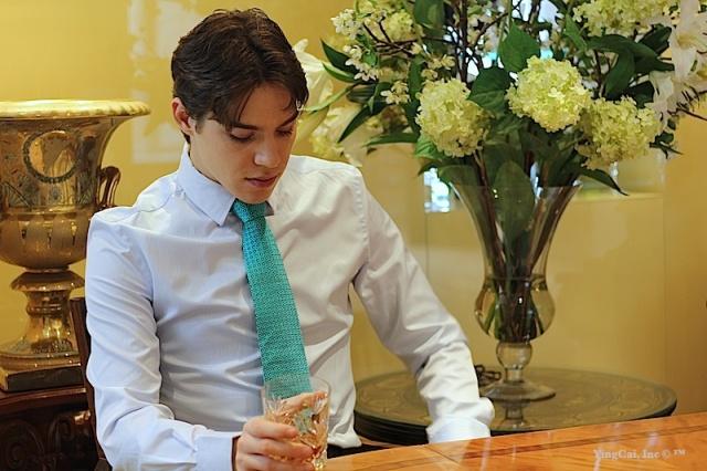 Collection-whiteshirt-greenprint-tie