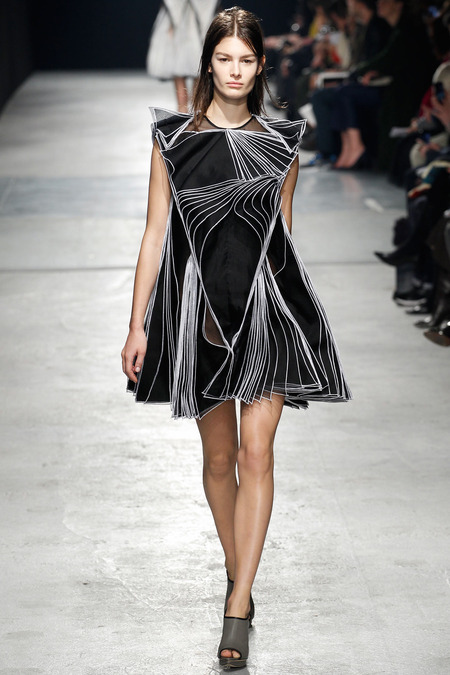 Christopher Kane Fall 2014 RTW 33